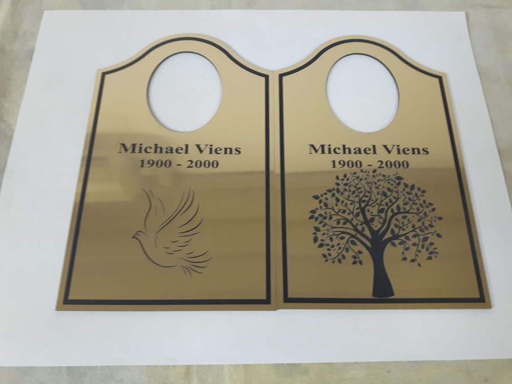 Gold plastic tags for an urn