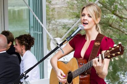 Amanda King Wedding Singer Gold Coast Brisbane Noosa.JPG