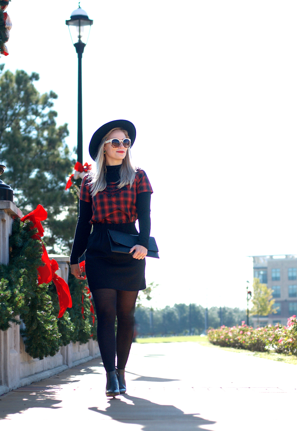 Black and Red Holiday Look3.jpg