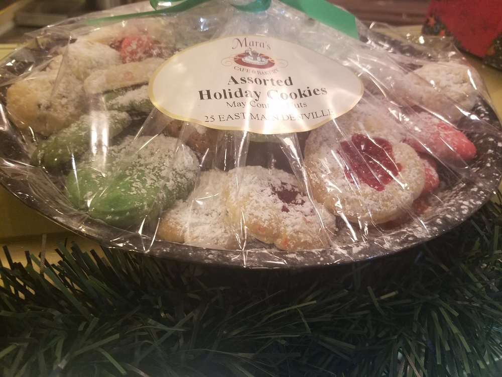 Holiday Cookie Platter  - $24.99 Original - Assorted holiday cookies andbite size versions of our original cookies $29.99 Premium platter  - Original + assorted bars and biscotti