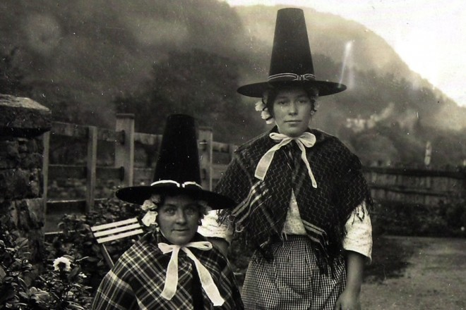 copy1-554-78-welsh-national-costume-1911-660x440.jpg