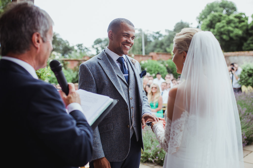 Upton_Barn_Wedding_Photographer_Devon-24.jpg
