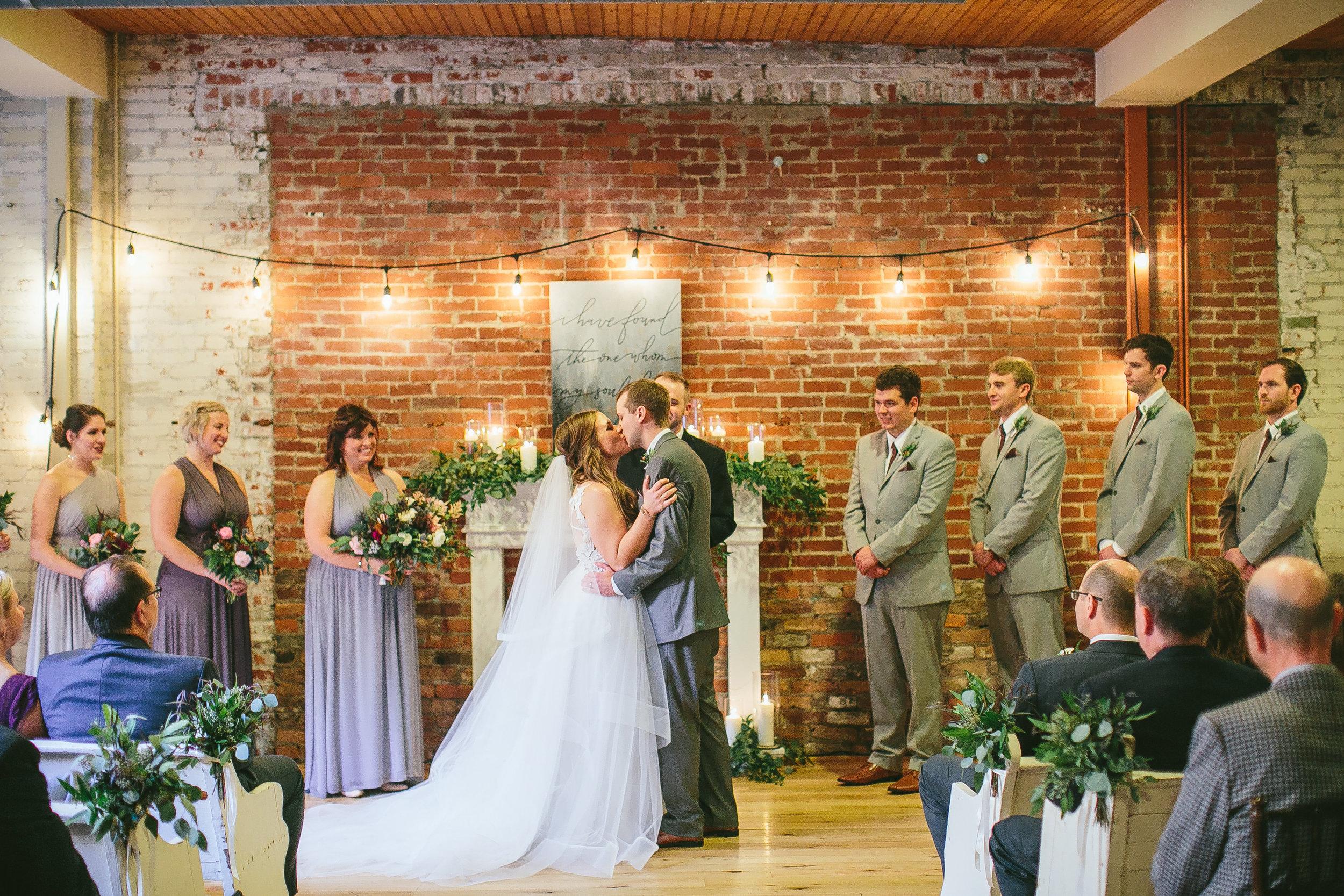 The liverythe livery event venue lexington ky fakes wedding ceremony 0057g junglespirit Images