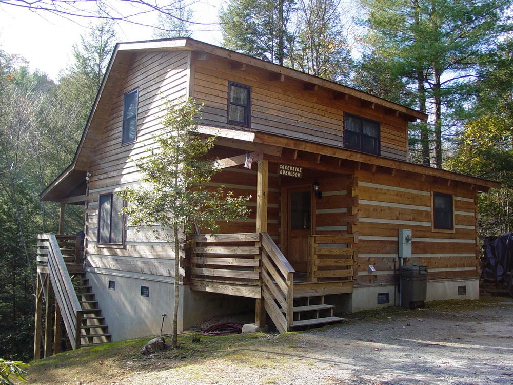 Creekside Private Log Cabin