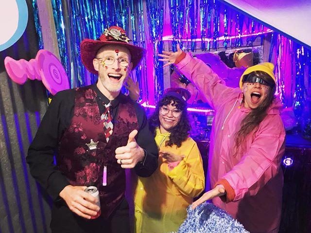 OUR CLIENT GOT THE 👁INTERDIMENSIONAL SIGHT TREATMENT👁 ~ WHAT WOULD YOU GET AT THE ✨SNEAKY PLANET SALON?✨ . . . #moonpuppies #salon #sneakyplanet #ghosttowns #bedazzle #stylist #installationart #immersiveart #interactivetheater #experientialdesign #glitterati #atxartist #detangler #thirdeyetribe #thirdeyeopen #marshmallows