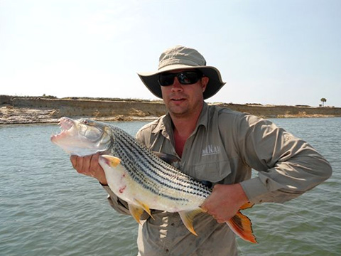 autoworld-zambia-fishing-association-support-3.jpg