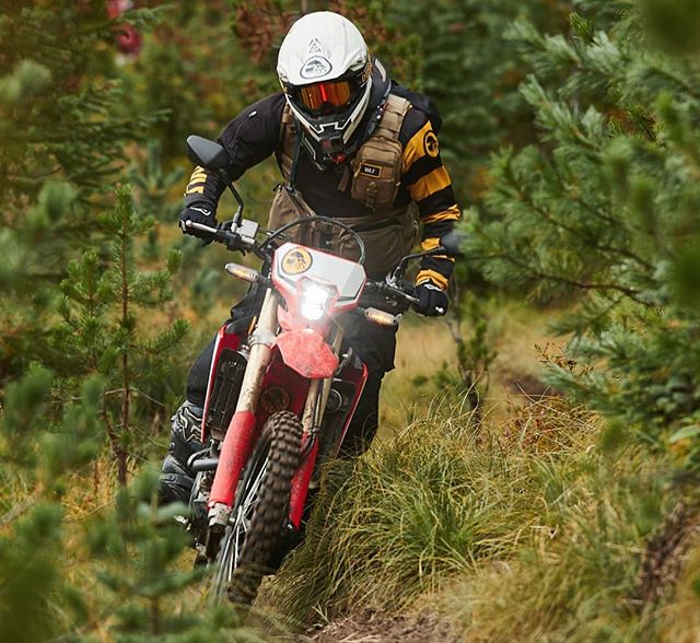 Planted in Packwood WA, WLF received the rare opportunity to get an initial rider impression on the new #CRF450L. Led by @PNWdualsport's captain @Jfelk, we toured through many conditions & terrain you'd find yourself riding this new whip. . THE DISCUSSION: Over the years one of WLF's primary discussion topics is when @Honda_Powersports_US & other Japanese manufacturers will step up and compete with the onslaught of high performance dualsport bikes delivered by the European OEM's. Tuck in your shirts people, Honda just showed up to the party. . POWER: Without a doubt, this bike delivers gobs of power. Smooth, responsive, glorious power. 450L HP in the 40's, Torque in the 30's. Right out of the box, the gearing could easily fit a majority of rider styles. The 450L, based off the R is a meticulous engineered beast. It's not surprising that it's tied up with commercial production on-road restrictions, a silencing system like no other, and some subjectively removable components. De-restriction options will likely be researched. . WEIGHT: This puppy rolls in at 289 lbs. ready to rip. That's includes fluids and all the extra regulatory parts you'll probably plan on removing. Weight of this bike is not an issue. The 450L feels light between the legs and comparable to many plated 350-500cc class bikes. . HANDLING: The 450L on-road the handling was solid. No issues with traction or instability at speeds up to 80+mph. Graded & 2-track roads the bike felt planted and under control. The ergonomics and balance was on point. This bike is freaking smooth. In the single track and semi technical sections we had some predicted results. For our style, pace and preference the front end was a bit loose & bouncy. Most of this can be attributed to the tires, PSI & stock suspension setup. It goes without saying, suspension customization for technical riding is suggested. . This ain't a simple upgrade from the 250L... The 450L is the big brother that ate the little brother for breakfast. Han