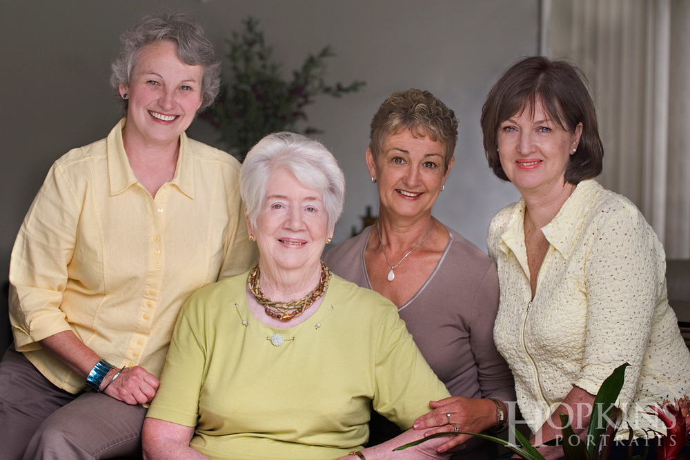women_family_portraits_inhome_photography.jpg