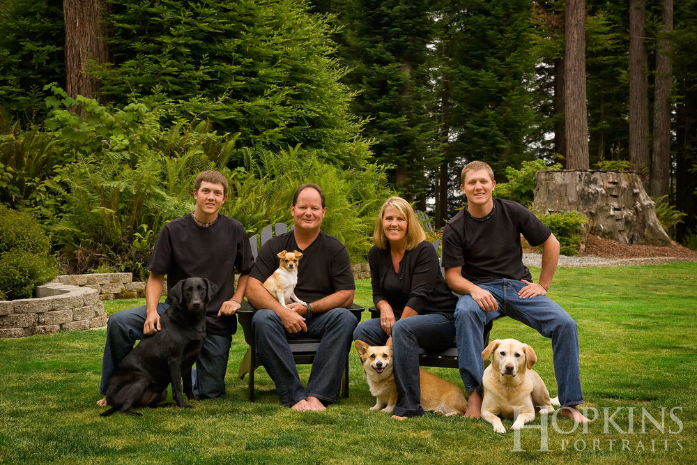 Stone_family_pets_portraits_outdoors.jpg