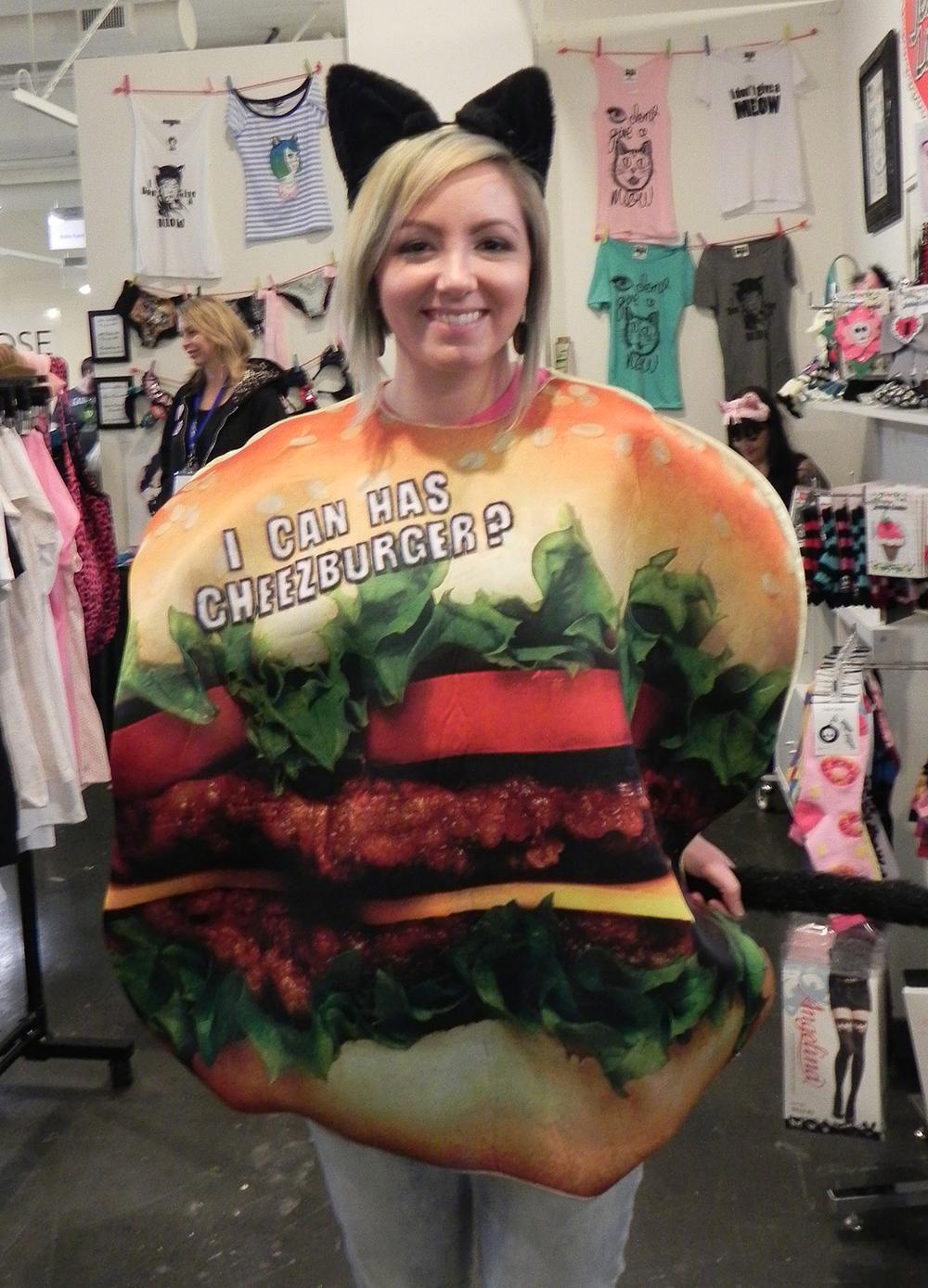 SheCanHazCheezburger