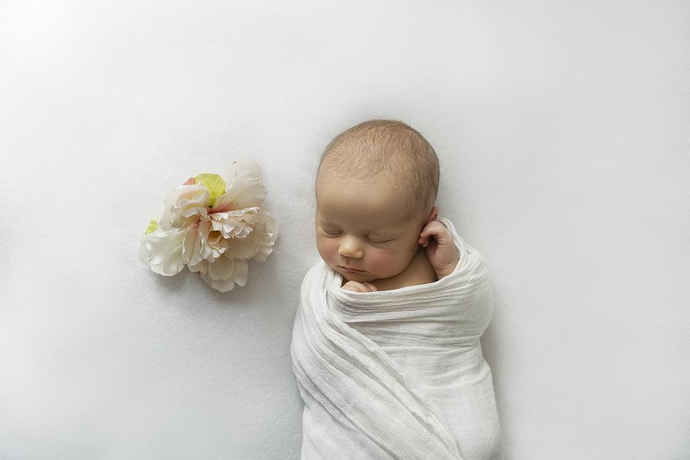 lucah newborn26 fx2.jpg