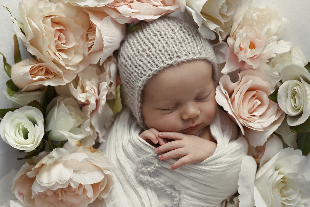 lucah newborn23 fx.jpg