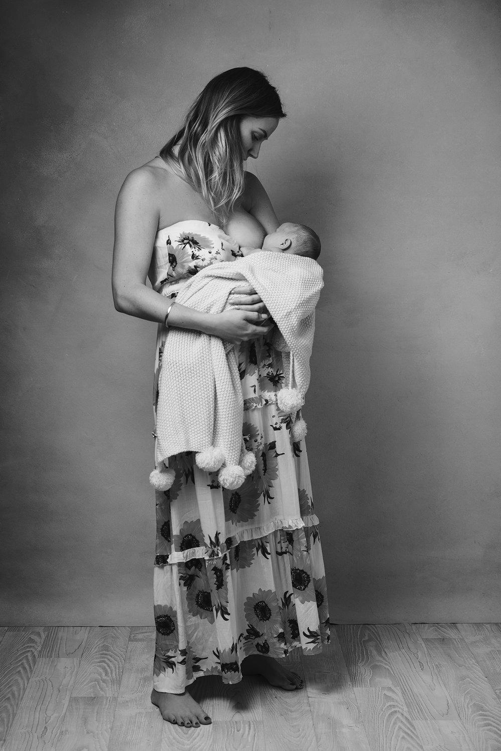 lucah newborn52 bw.jpg
