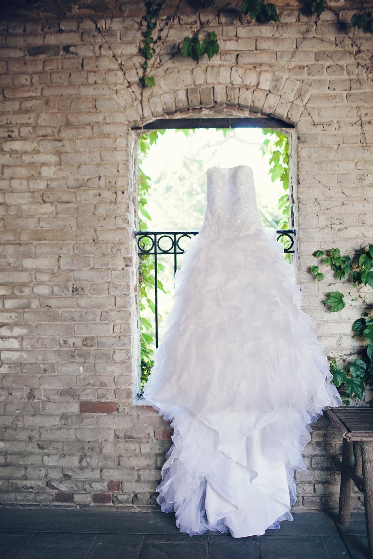 078outlivecreative.com-outliveweddings.com-outlivecreative-socialmedia-wedding-bride-groom-film-contax645-photographer-california-portland-stylemepretty-greenweddingshoes-international.jpg