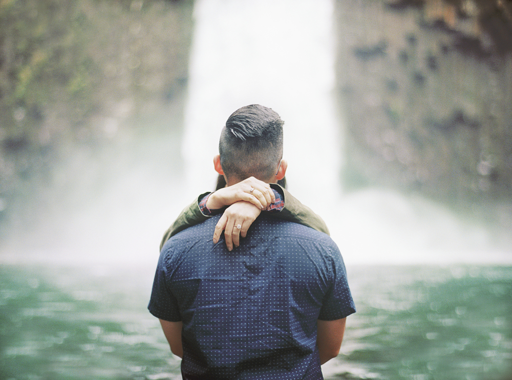 ENGAGEMENT SESSION • ABIQUA FALLS • SCOTTS MILLS, OR