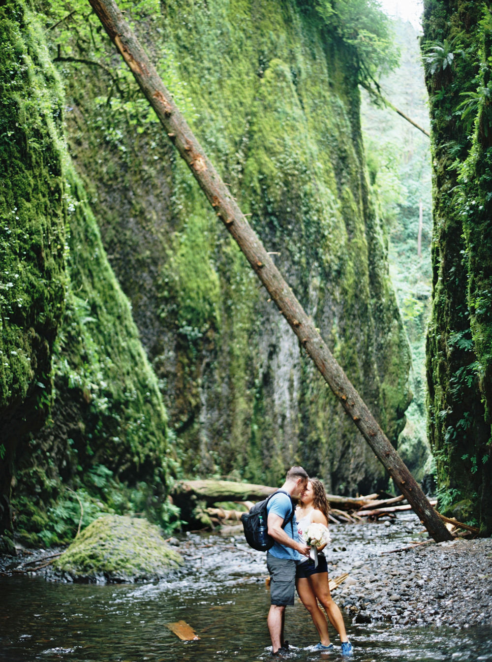 040OneontaGorge+Elopement+Photography+Videography+Oregon+OutliveCreative.jpg