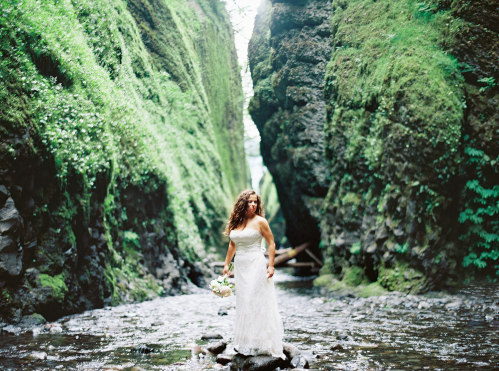 050OneontaGorge+Elopement+Photography+Videography+Oregon+OutliveCreative.jpg