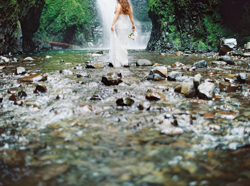 052OneontaGorge+Elopement+Photography+Videography+Oregon+OutliveCreative.jpg
