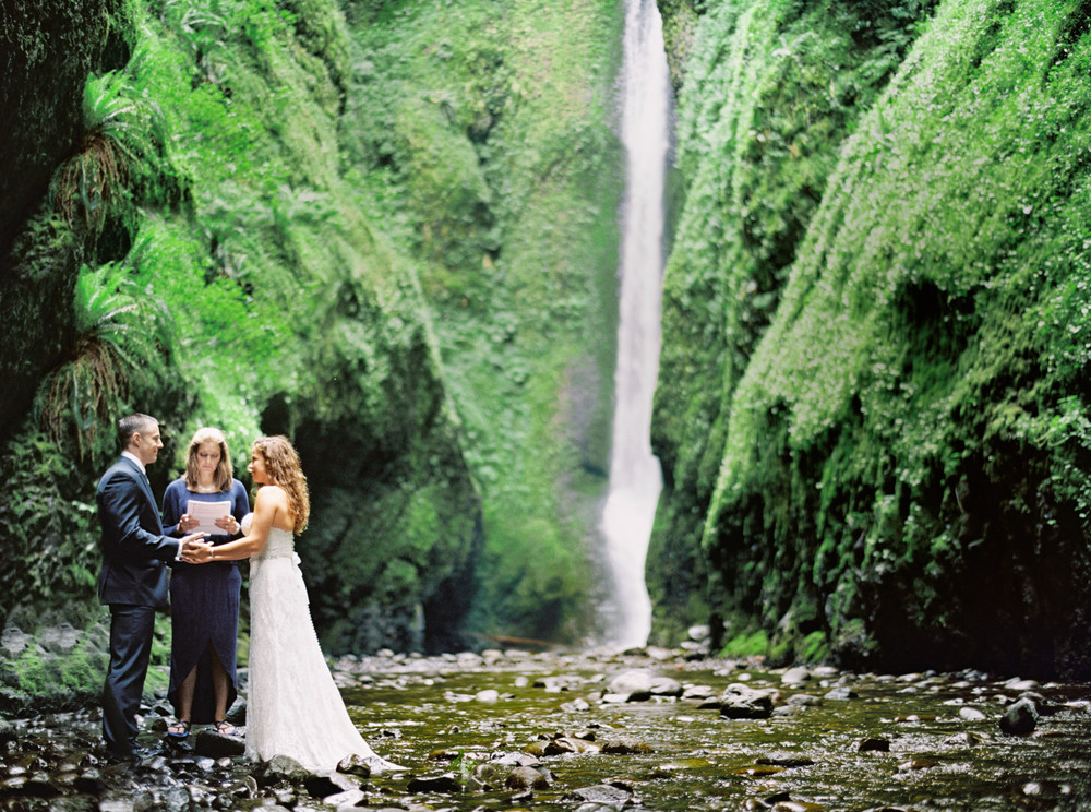 054OneontaGorge+Elopement+Photography+Videography+Oregon+OutliveCreative.jpg