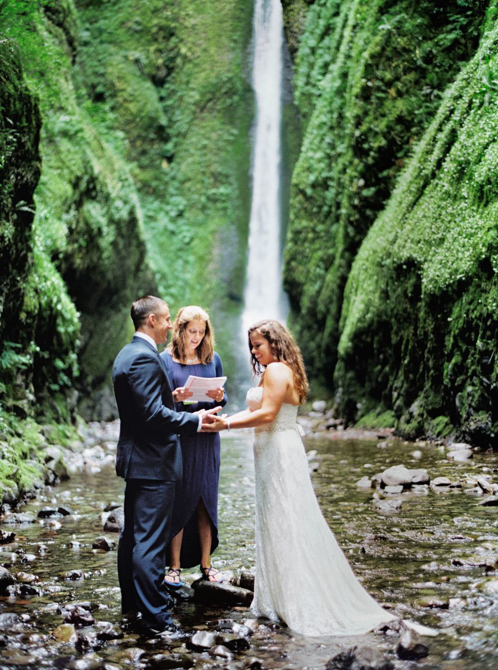 055OneontaGorge+Elopement+Photography+Videography+Oregon+OutliveCreative.jpg