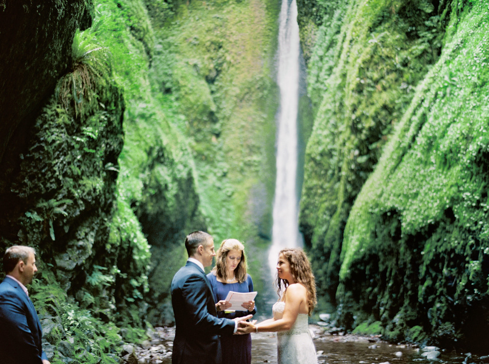 056OneontaGorge+Elopement+Photography+Videography+Oregon+OutliveCreative.jpg