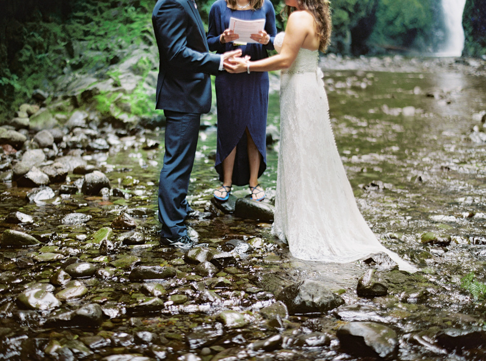 057OneontaGorge+Elopement+Photography+Videography+Oregon+OutliveCreative.jpg