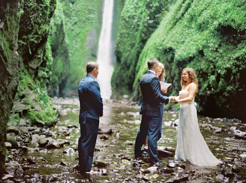 058OneontaGorge+Elopement+Photography+Videography+Oregon+OutliveCreative.jpg