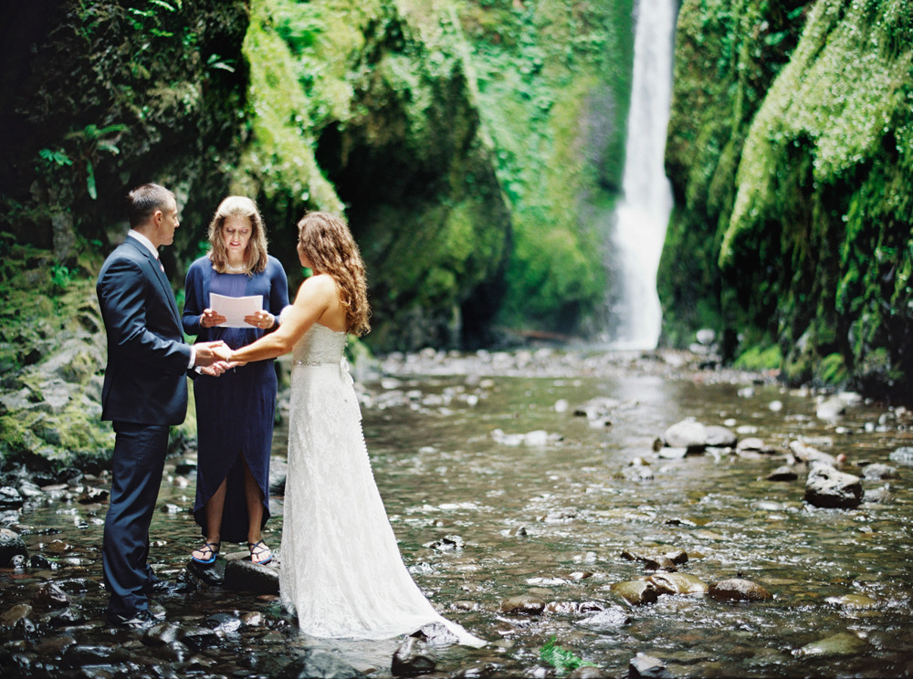 060OneontaGorge+Elopement+Photography+Videography+Oregon+OutliveCreative.jpg