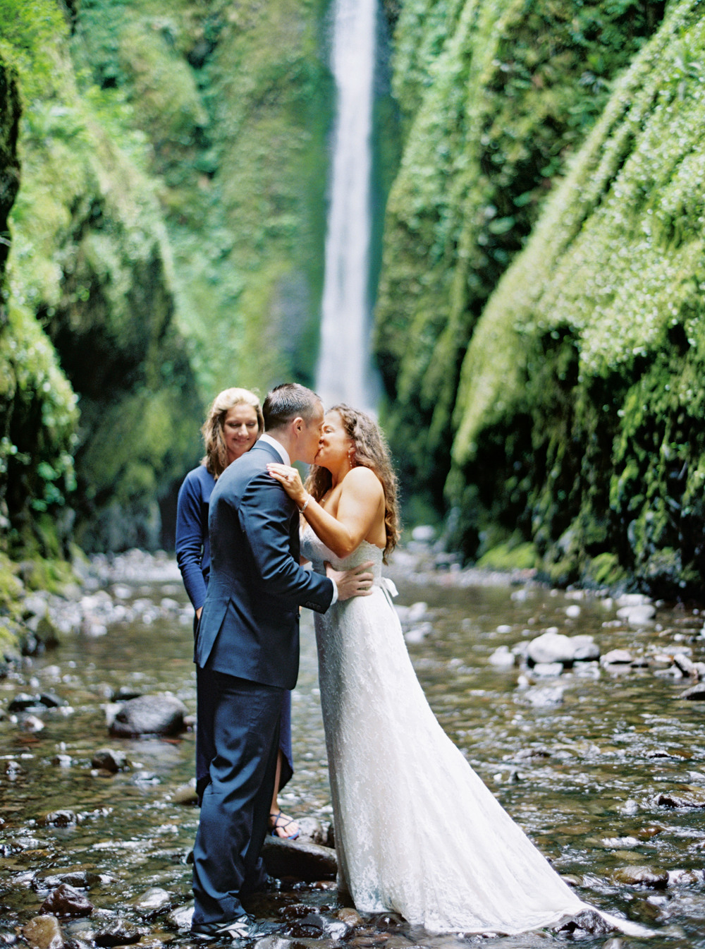 061OneontaGorge+Elopement+Photography+Videography+Oregon+OutliveCreative.jpg