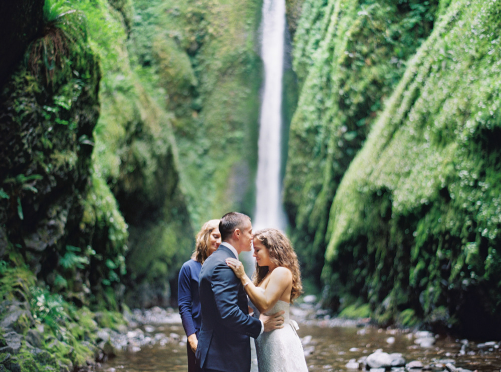 062OneontaGorge+Elopement+Photography+Videography+Oregon+OutliveCreative.jpg
