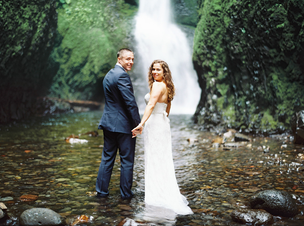 063OneontaGorge+Elopement+Photography+Videography+Oregon+OutliveCreative.jpg
