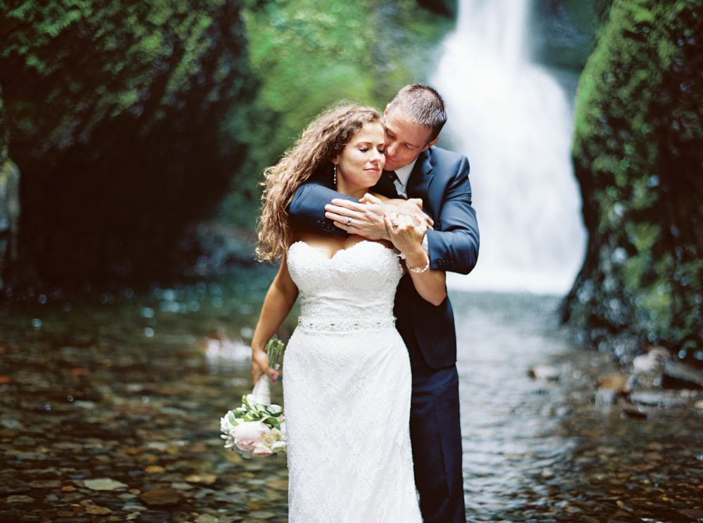 067OneontaGorge+Elopement+Photography+Videography+Oregon+OutliveCreative.jpg