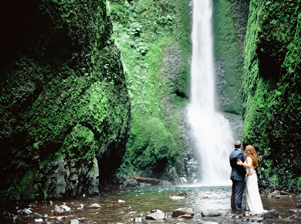 068OneontaGorge+Elopement+Photography+Videography+Oregon+OutliveCreative.jpg