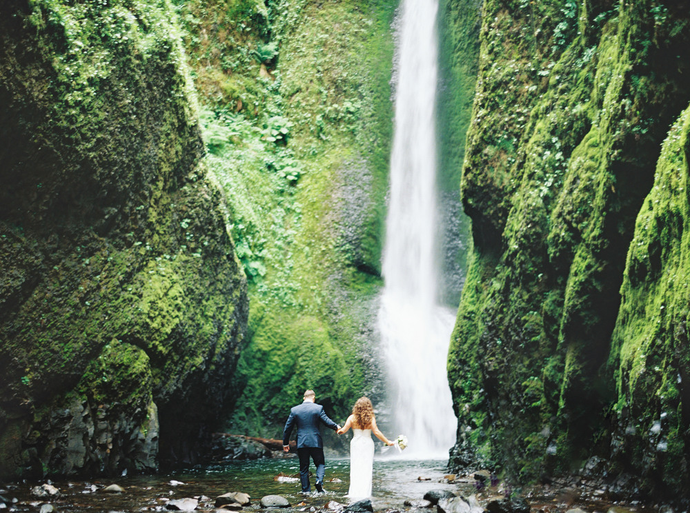 070OneontaGorge+Elopement+Photography+Videography+Oregon+OutliveCreative.jpg