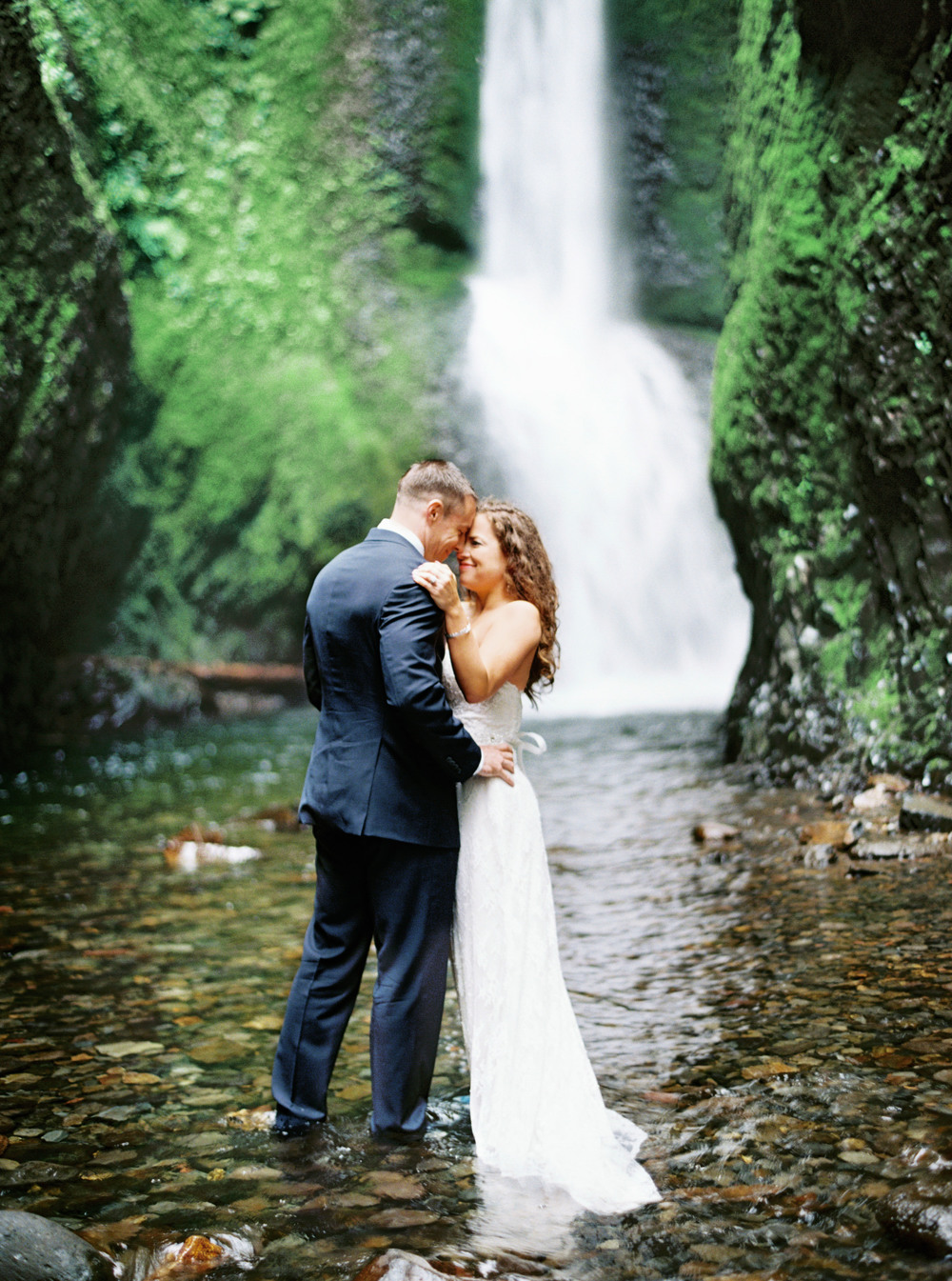 069OneontaGorge+Elopement+Photography+Videography+Oregon+OutliveCreative.jpg