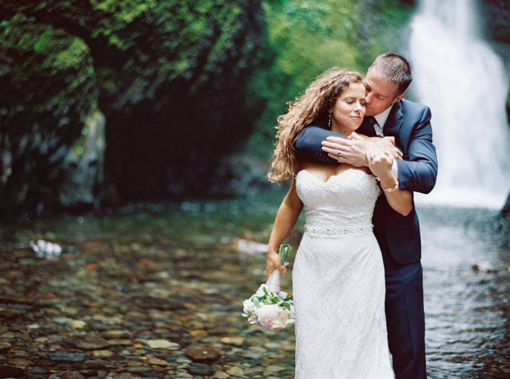 071OneontaGorge+Elopement+Photography+Videography+Oregon+OutliveCreative.jpg