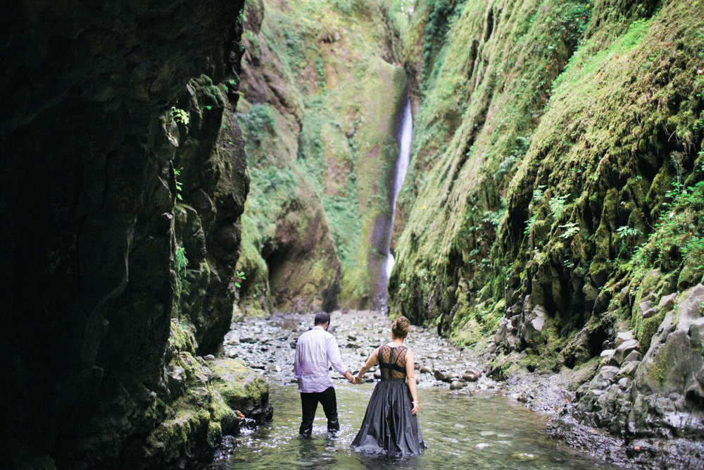 022Oneonta Gorge : Portland Oregon Wedding Photographer : Best engagment shoot location : 2016.jpg