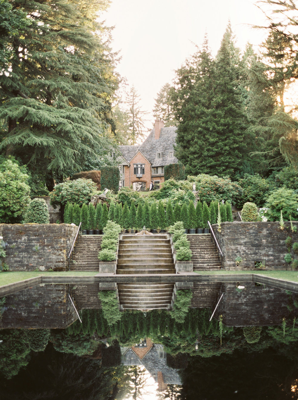 052OutliveCreative_Travel_Photographer_Videographer_Lewis&Clark_Oregon_Elegant_BlackTie_Destination_Wedding.jpg