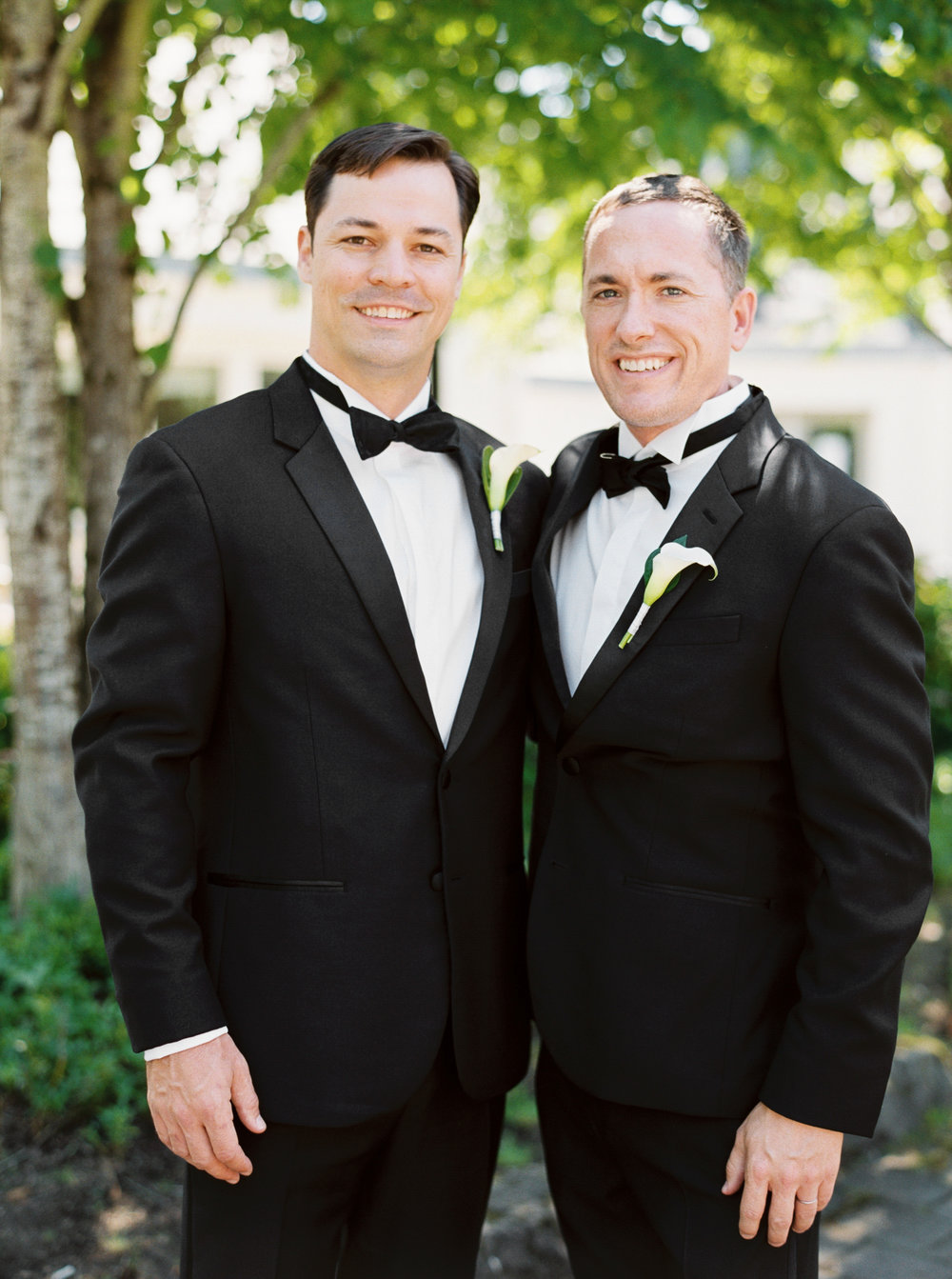064OutliveCreative_Travel_Photographer_Videographer_Lewis&Clark_Oregon_Elegant_BlackTie_Destination_Wedding.jpg