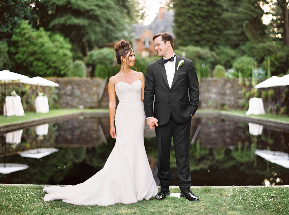 082OutliveCreative_Travel_Photographer_Videographer_Lewis&Clark_Oregon_Elegant_BlackTie_Destination_Wedding.jpg