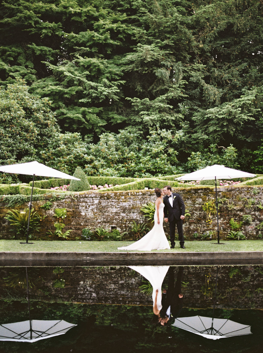 086OutliveCreative_Travel_Photographer_Videographer_Lewis&Clark_Oregon_Elegant_BlackTie_Destination_Wedding.jpg