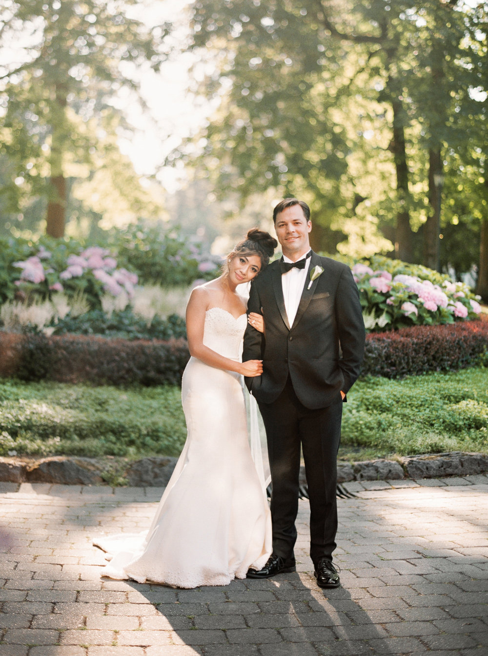 092OutliveCreative_Travel_Photographer_Videographer_Lewis&Clark_Oregon_Elegant_BlackTie_Destination_Wedding.jpg