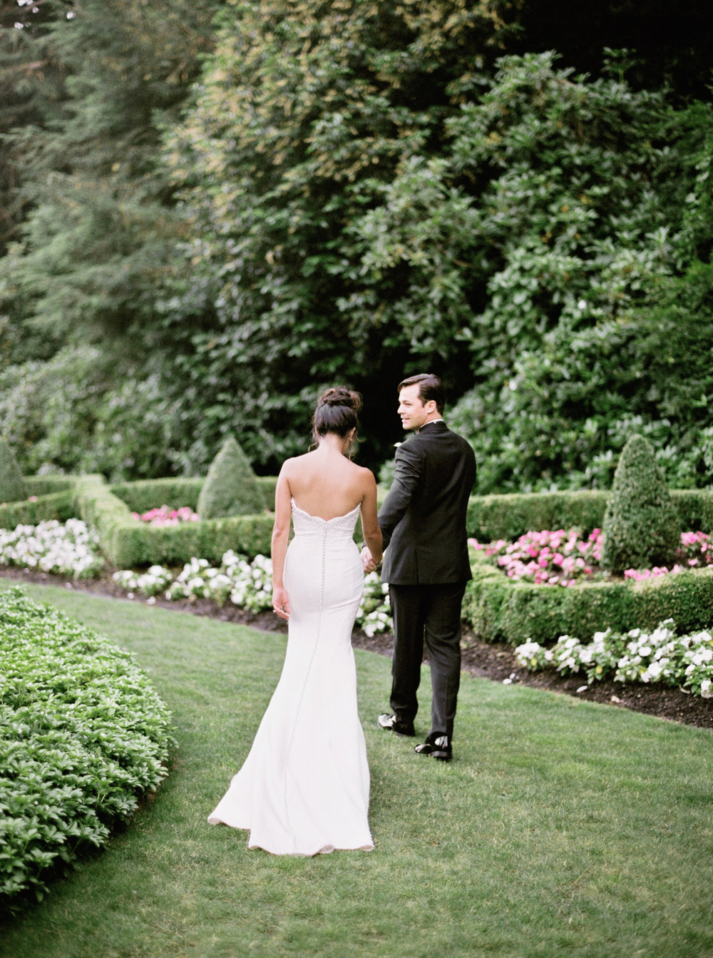 104OutliveCreative_Travel_Photographer_Videographer_Lewis&Clark_Oregon_Elegant_BlackTie_Destination_Wedding.jpg