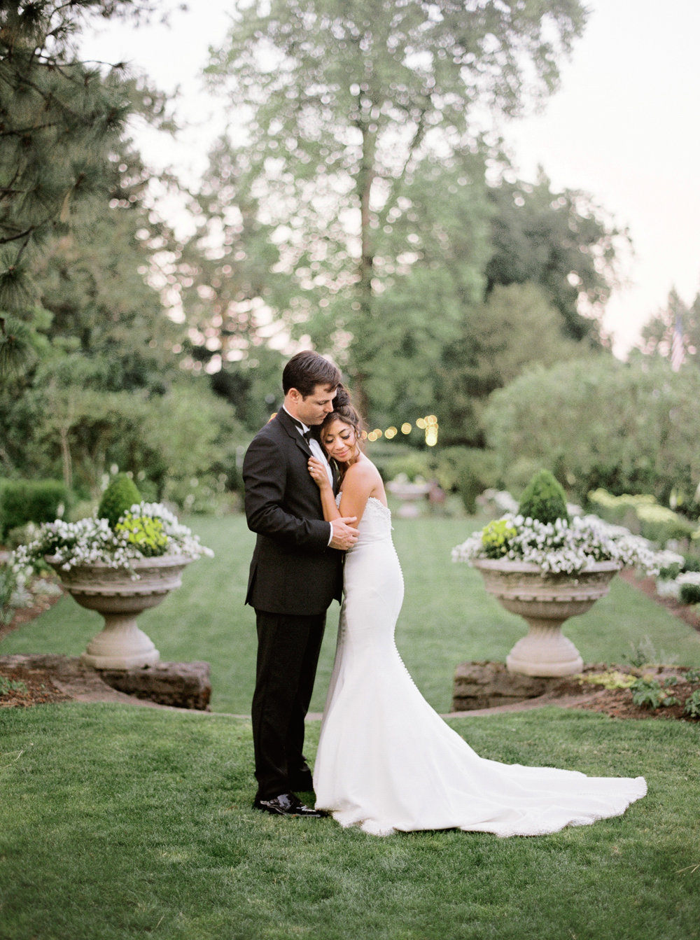 112OutliveCreative_Travel_Photographer_Videographer_Lewis&Clark_Oregon_Elegant_BlackTie_Destination_Wedding.jpg