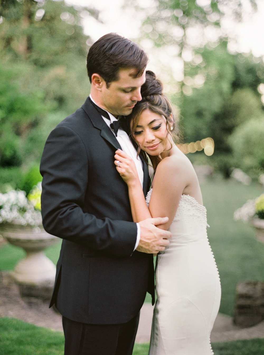 113OutliveCreative_Travel_Photographer_Videographer_Lewis&Clark_Oregon_Elegant_BlackTie_Destination_Wedding.jpg