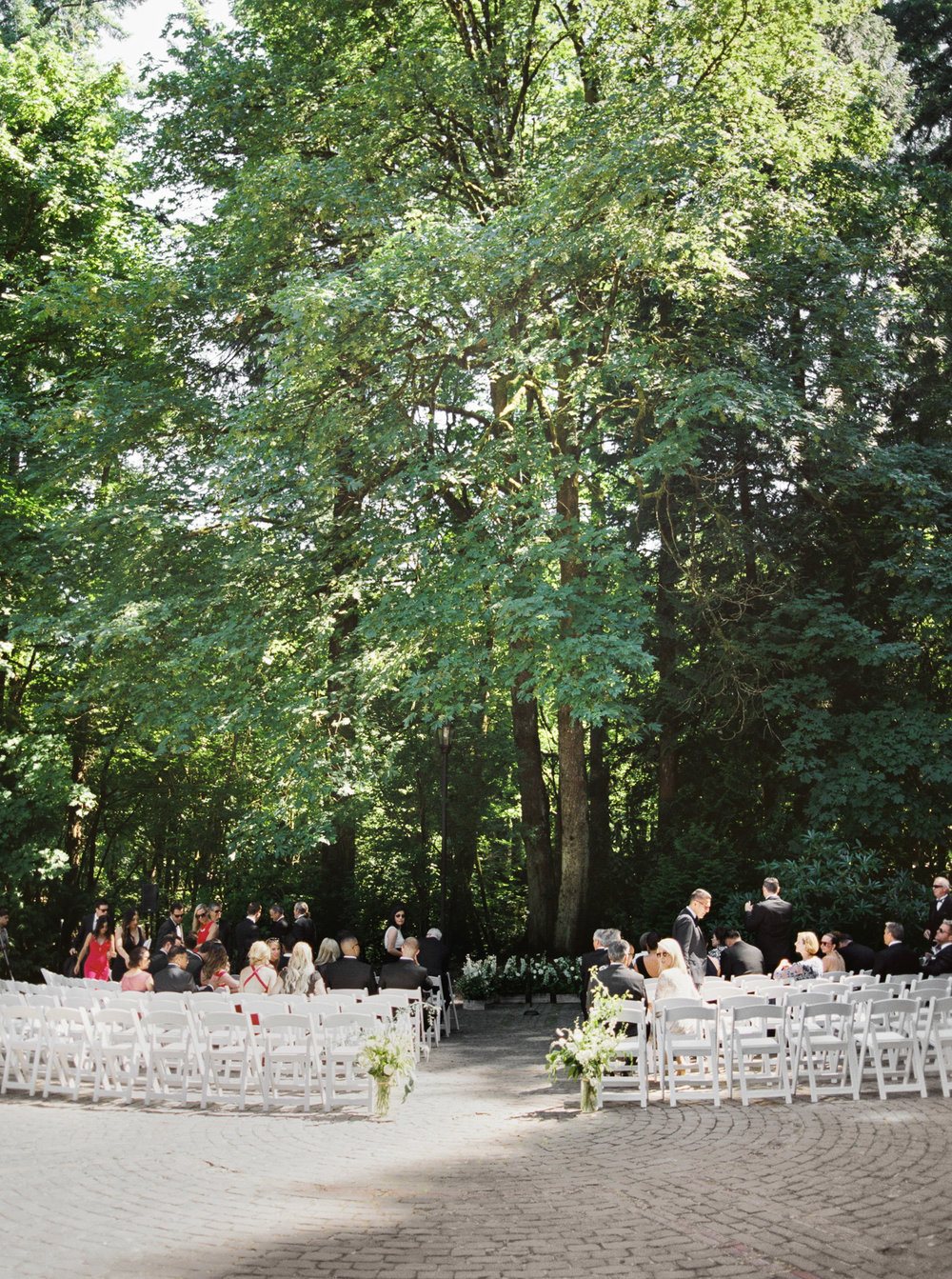 115OutliveCreative_Travel_Photographer_Videographer_Lewis&Clark_Oregon_Elegant_BlackTie_Destination_Wedding.jpg