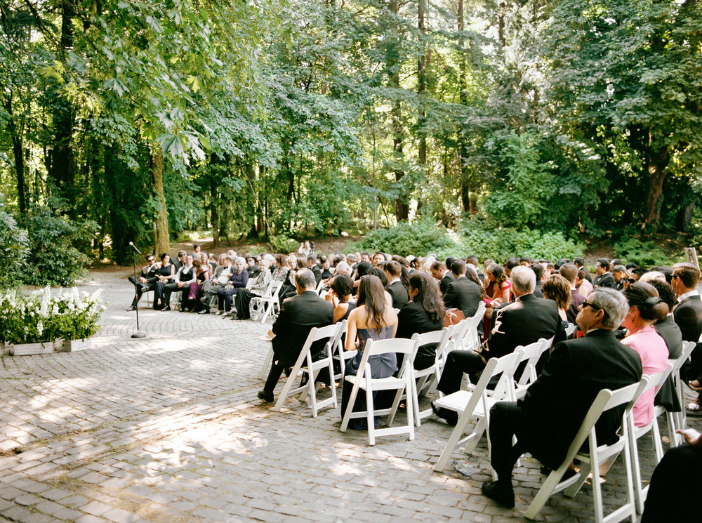 118OutliveCreative_Travel_Photographer_Videographer_Lewis&Clark_Oregon_Elegant_BlackTie_Destination_Wedding.jpg