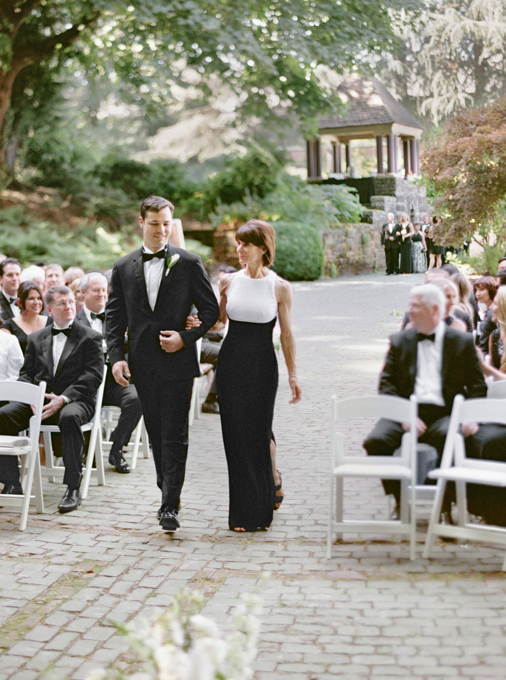 124OutliveCreative_Travel_Photographer_Videographer_Lewis&Clark_Oregon_Elegant_BlackTie_Destination_Wedding.jpg