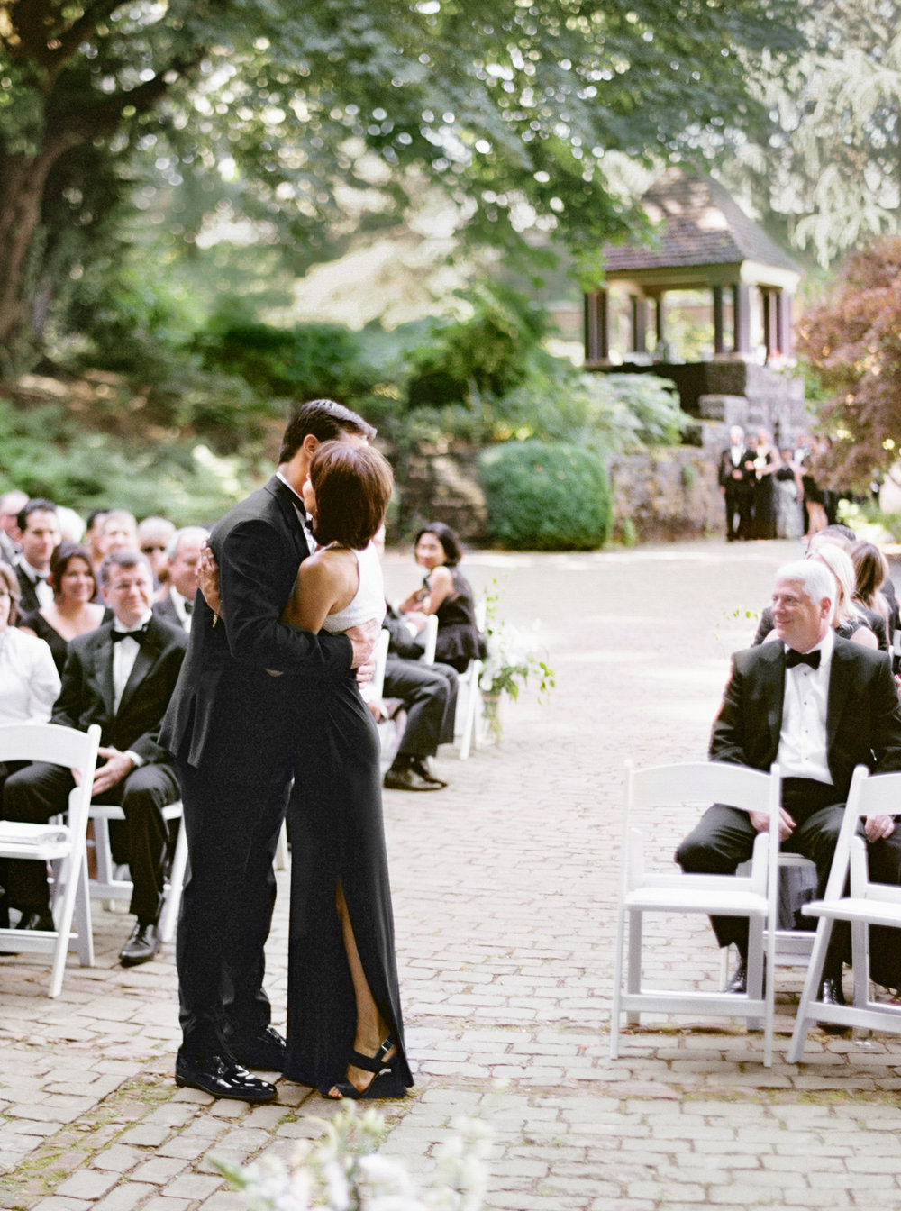125OutliveCreative_Travel_Photographer_Videographer_Lewis&Clark_Oregon_Elegant_BlackTie_Destination_Wedding.jpg