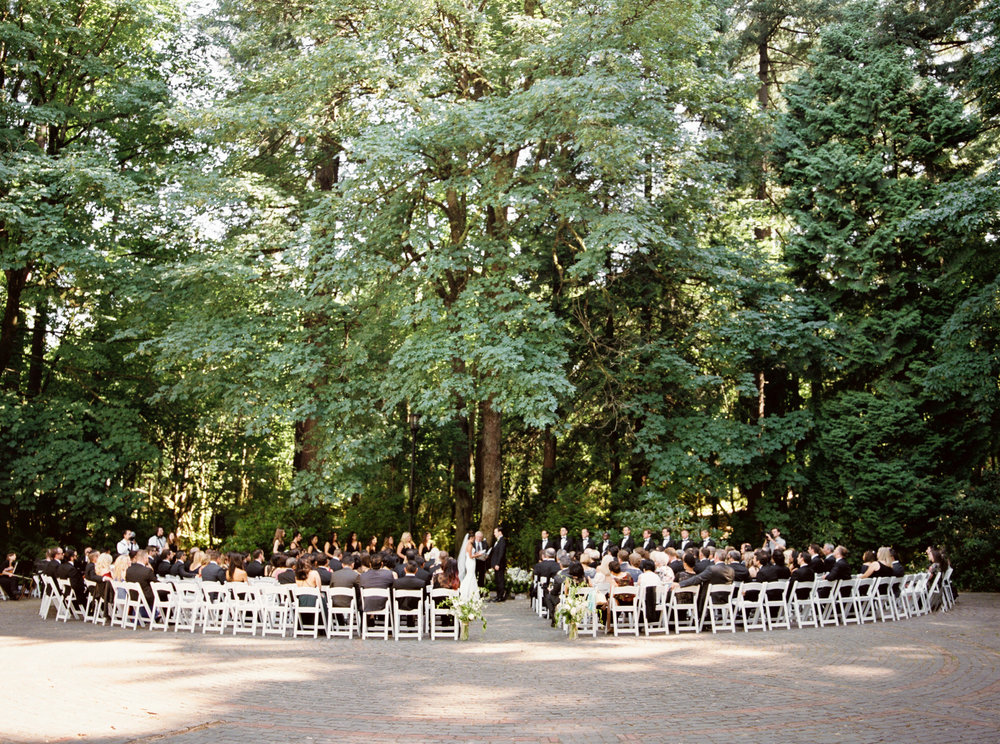 134OutliveCreative_Travel_Photographer_Videographer_Lewis&Clark_Oregon_Elegant_BlackTie_Destination_Wedding.jpg